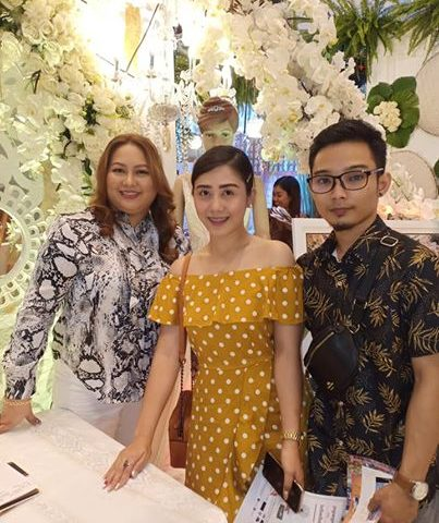 Another August bride & groom visiting our booth at Kasalan at KOTILYON expo!...