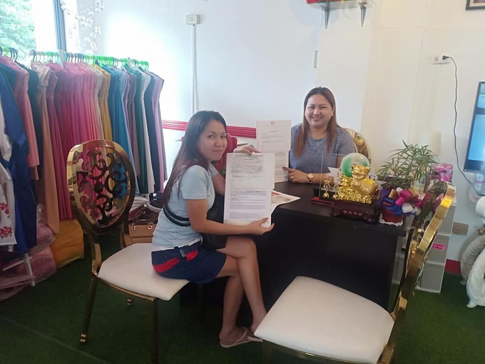 Another  signing of contract for an all in hotel package  represented by her sis...